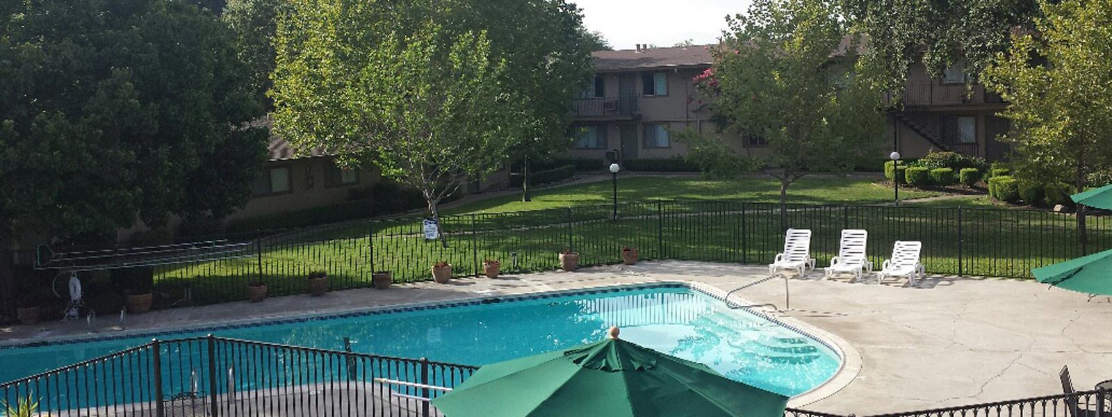 2 Sparkling Pools